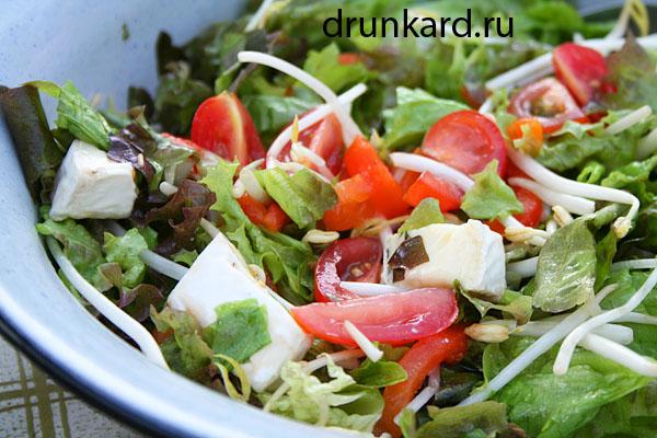 салат с печёным перцем и камамбером