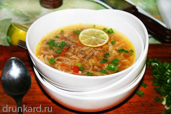 куриный суп с шампиньонами и рисовой лапшой