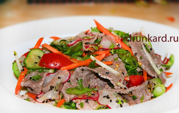 Салат с говядиной и грушей