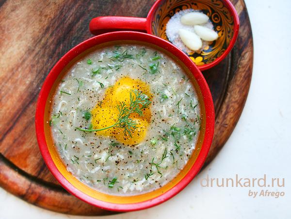 хлебный суп с сыром и перепелиными яйцами