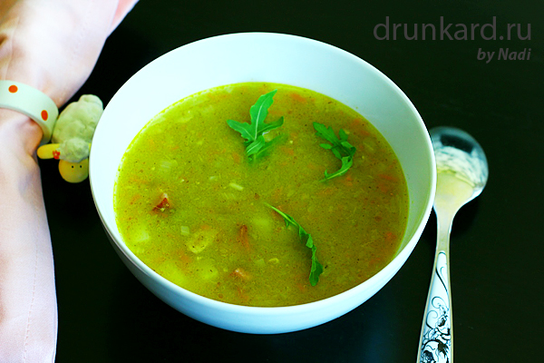 Суп из зелёного горошка с копчёными рёбрышками