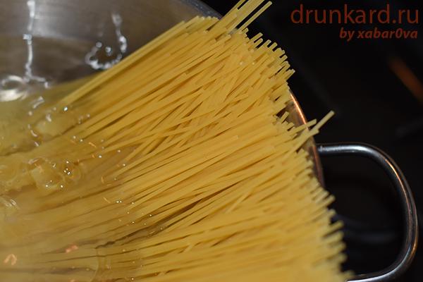 Спагетти с треской в томатном соусе