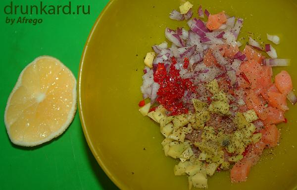 бутерброд с форелью и авокадо