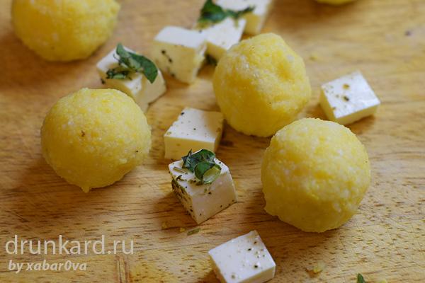 Молдавские шарики с мамалыгой и брынзой