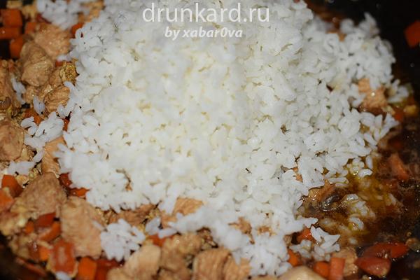 Тамаго тори тяхан (жареный рис с курицей и яйцом по-японски)