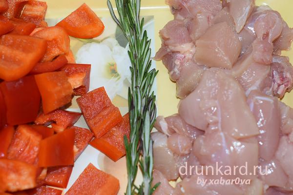 Горячий куриный салат с ананасом