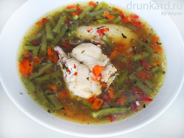 Куриный суп с фасолью и вялеными томатами