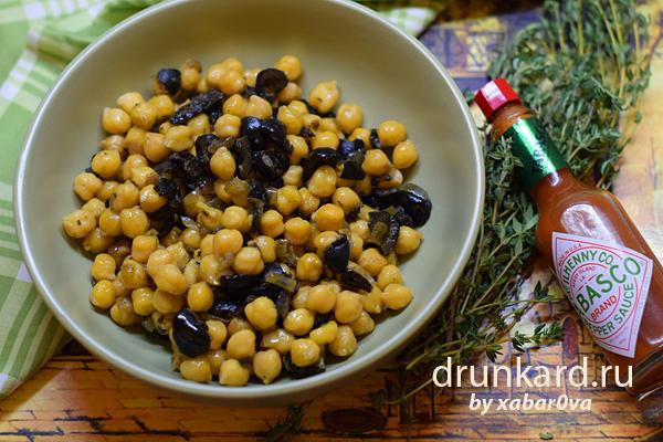 Жареный нут с маслинами