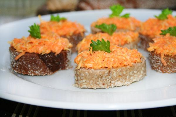 салат с сыром и чесноком морковью