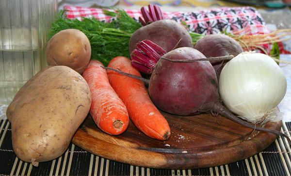 Импортозамещение: В первую очередь торговцы нашли замену картофелю, луку, моркови и свекле