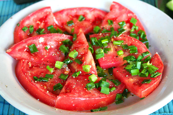 Помидорный салат с